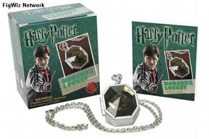 Kit: Harry Potter - Horcrux Locket and Sticker Book